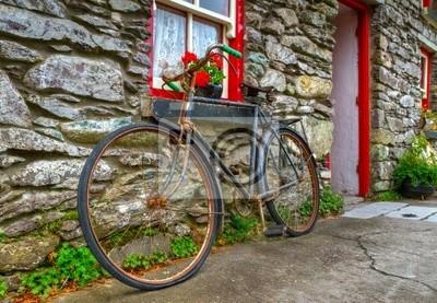 Постер Ирландия Старый ржавый велосипед в ирландский коттедж, домИрландия<br>Постер на холсте или бумаге. Любого нужного вам размера. В раме или без. Подвес в комплекте. Трехслойная надежная упаковка. Доставим в любую точку России. Вам осталось только повесить картину на стену!<br>