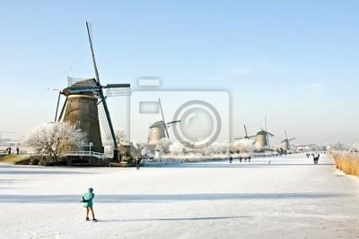 Постер Нидерланды Катание на коньках в Нидерландах зимойНидерланды<br>Постер на холсте или бумаге. Любого нужного вам размера. В раме или без. Подвес в комплекте. Трехслойная надежная упаковка. Доставим в любую точку России. Вам осталось только повесить картину на стену!<br>