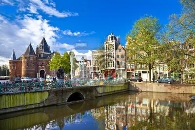 Постер Нидерланды Красивые Амстердам , каналов в центре городаНидерланды<br>Постер на холсте или бумаге. Любого нужного вам размера. В раме или без. Подвес в комплекте. Трехслойная надежная упаковка. Доставим в любую точку России. Вам осталось только повесить картину на стену!<br>