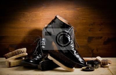 Постер Calzolaio - Lucidare Ле scarpeУход за обувью<br>Постер на холсте или бумаге. Любого нужного вам размера. В раме или без. Подвес в комплекте. Трехслойная надежная упаковка. Доставим в любую точку России. Вам осталось только повесить картину на стену!<br>