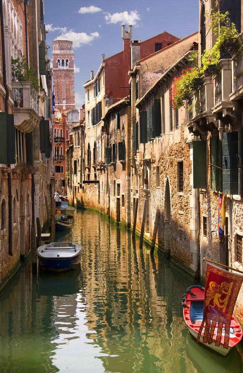 Постер Венеция Каналы ВенецииВенеция<br>Постер на холсте или бумаге. Любого нужного вам размера. В раме или без. Подвес в комплекте. Трехслойная надежная упаковка. Доставим в любую точку России. Вам осталось только повесить картину на стену!<br>