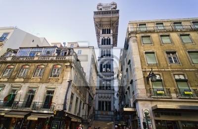 Постер Лиссабон Santa Justa Elevator в Лиссабоне, Португалия.Лиссабон<br>Постер на холсте или бумаге. Любого нужного вам размера. В раме или без. Подвес в комплекте. Трехслойная надежная упаковка. Доставим в любую точку России. Вам осталось только повесить картину на стену!<br>