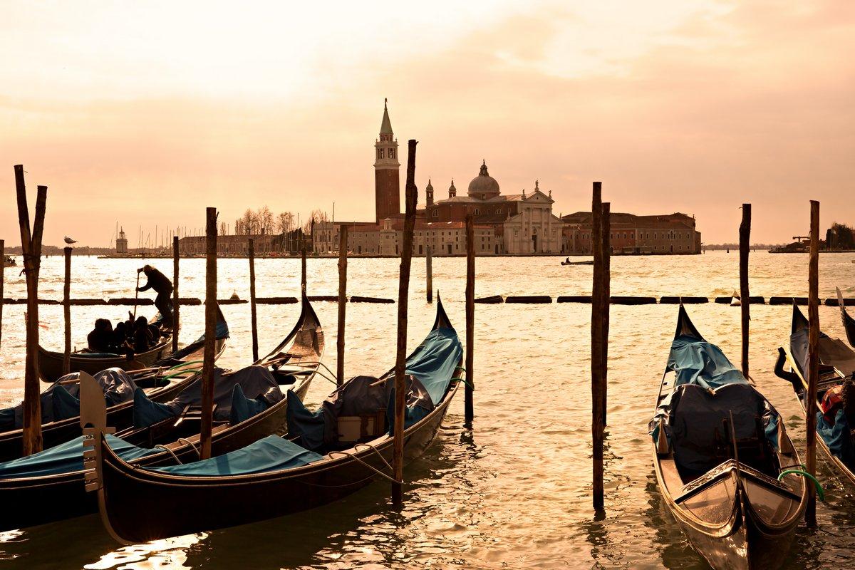 Постер Венеция Венеция, Вид на остров Сан-Джорджо Маджоре от Сан-Марко.Венеция<br>Постер на холсте или бумаге. Любого нужного вам размера. В раме или без. Подвес в комплекте. Трехслойная надежная упаковка. Доставим в любую точку России. Вам осталось только повесить картину на стену!<br>