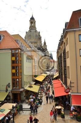 Постер Дрезден Сувенирный магазин улице в Старом городе Дрезден,ГерманияДрезден<br>Постер на холсте или бумаге. Любого нужного вам размера. В раме или без. Подвес в комплекте. Трехслойная надежная упаковка. Доставим в любую точку России. Вам осталось только повесить картину на стену!<br>