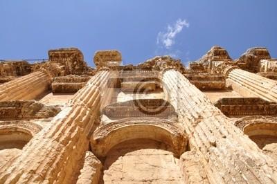 Постер Сирия Внутри мраморные Baahus храм в Baalbeck, ЛиванСирия<br>Постер на холсте или бумаге. Любого нужного вам размера. В раме или без. Подвес в комплекте. Трехслойная надежная упаковка. Доставим в любую точку России. Вам осталось только повесить картину на стену!<br>