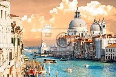 Постер Венеция Венеция, вид на Гранд-канал и базилики Санта-Мария-делла-птВенеция<br>Постер на холсте или бумаге. Любого нужного вам размера. В раме или без. Подвес в комплекте. Трехслойная надежная упаковка. Доставим в любую точку России. Вам осталось только повесить картину на стену!<br>
