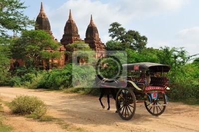 Постер Мьянма (Бирма) Une cal?che sur les chemins de Bagan.Мьянма (Бирма)<br>Постер на холсте или бумаге. Любого нужного вам размера. В раме или без. Подвес в комплекте. Трехслойная надежная упаковка. Доставим в любую точку России. Вам осталось только повесить картину на стену!<br>