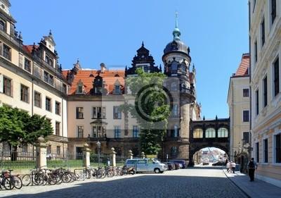 Постер Дрезден Фрагмент из Дрезденского Замка, ГерманияДрезден<br>Постер на холсте или бумаге. Любого нужного вам размера. В раме или без. Подвес в комплекте. Трехслойная надежная упаковка. Доставим в любую точку России. Вам осталось только повесить картину на стену!<br>