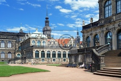Постер Дрезден Фрагмент Цвингер, дворец и Дрезденского Замка, ГерманияДрезден<br>Постер на холсте или бумаге. Любого нужного вам размера. В раме или без. Подвес в комплекте. Трехслойная надежная упаковка. Доставим в любую точку России. Вам осталось только повесить картину на стену!<br>