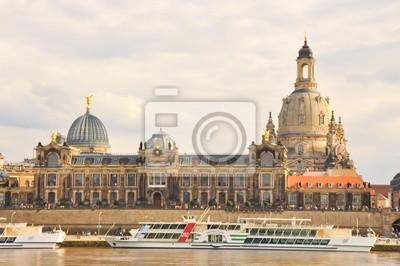 Постер Дрезден Церковь Богоматери в Дрездене ,ГерманияДрезден<br>Постер на холсте или бумаге. Любого нужного вам размера. В раме или без. Подвес в комплекте. Трехслойная надежная упаковка. Доставим в любую точку России. Вам осталось только повесить картину на стену!<br>