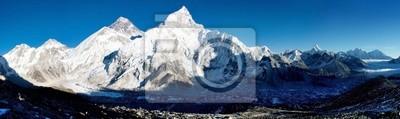 Постер Страны Вечерний вид на Эверест с Кала patthar, 67x20 см, на бумагеНепал<br>Постер на холсте или бумаге. Любого нужного вам размера. В раме или без. Подвес в комплекте. Трехслойная надежная упаковка. Доставим в любую точку России. Вам осталось только повесить картину на стену!<br>