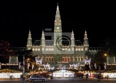 Постер Вена Вена, Городская ратуша (Rathaus), с Рождеством Рынка, АвстрияВена<br>Постер на холсте или бумаге. Любого нужного вам размера. В раме или без. Подвес в комплекте. Трехслойная надежная упаковка. Доставим в любую точку России. Вам осталось только повесить картину на стену!<br>