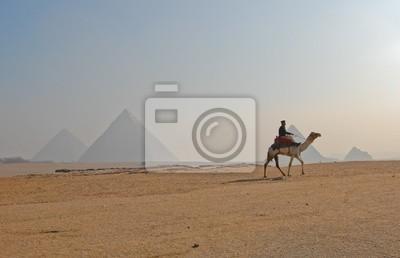Постер Архитектура Постер 37502026, 31x20 см, на бумагеЕгипетские пирамиды<br>Постер на холсте или бумаге. Любого нужного вам размера. В раме или без. Подвес в комплекте. Трехслойная надежная упаковка. Доставим в любую точку России. Вам осталось только повесить картину на стену!<br>