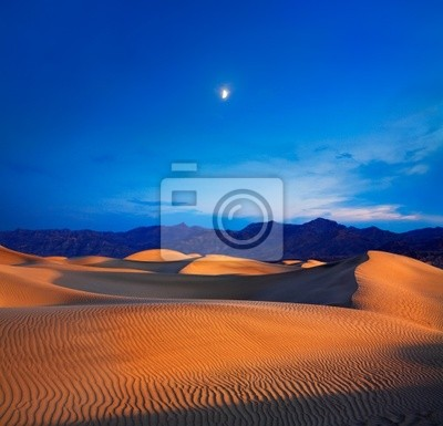 Постер Пейзаж песчаный Луна И Дюны, в Долине Смерти НП, КалифорнияПейзаж песчаный<br>Постер на холсте или бумаге. Любого нужного вам размера. В раме или без. Подвес в комплекте. Трехслойная надежная упаковка. Доставим в любую точку России. Вам осталось только повесить картину на стену!<br>