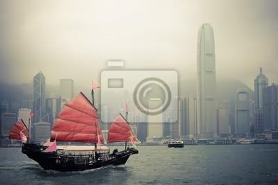 Постер Гонконг Китайский стиль парусник в ГонконгеГонконг<br>Постер на холсте или бумаге. Любого нужного вам размера. В раме или без. Подвес в комплекте. Трехслойная надежная упаковка. Доставим в любую точку России. Вам осталось только повесить картину на стену!<br>