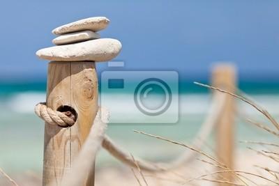 Постер Деятельность Камни, балансируя на деревянные перила рядом с пляжем., 30x20 см, на бумагеМедитация<br>Постер на холсте или бумаге. Любого нужного вам размера. В раме или без. Подвес в комплекте. Трехслойная надежная упаковка. Доставим в любую точку России. Вам осталось только повесить картину на стену!<br>