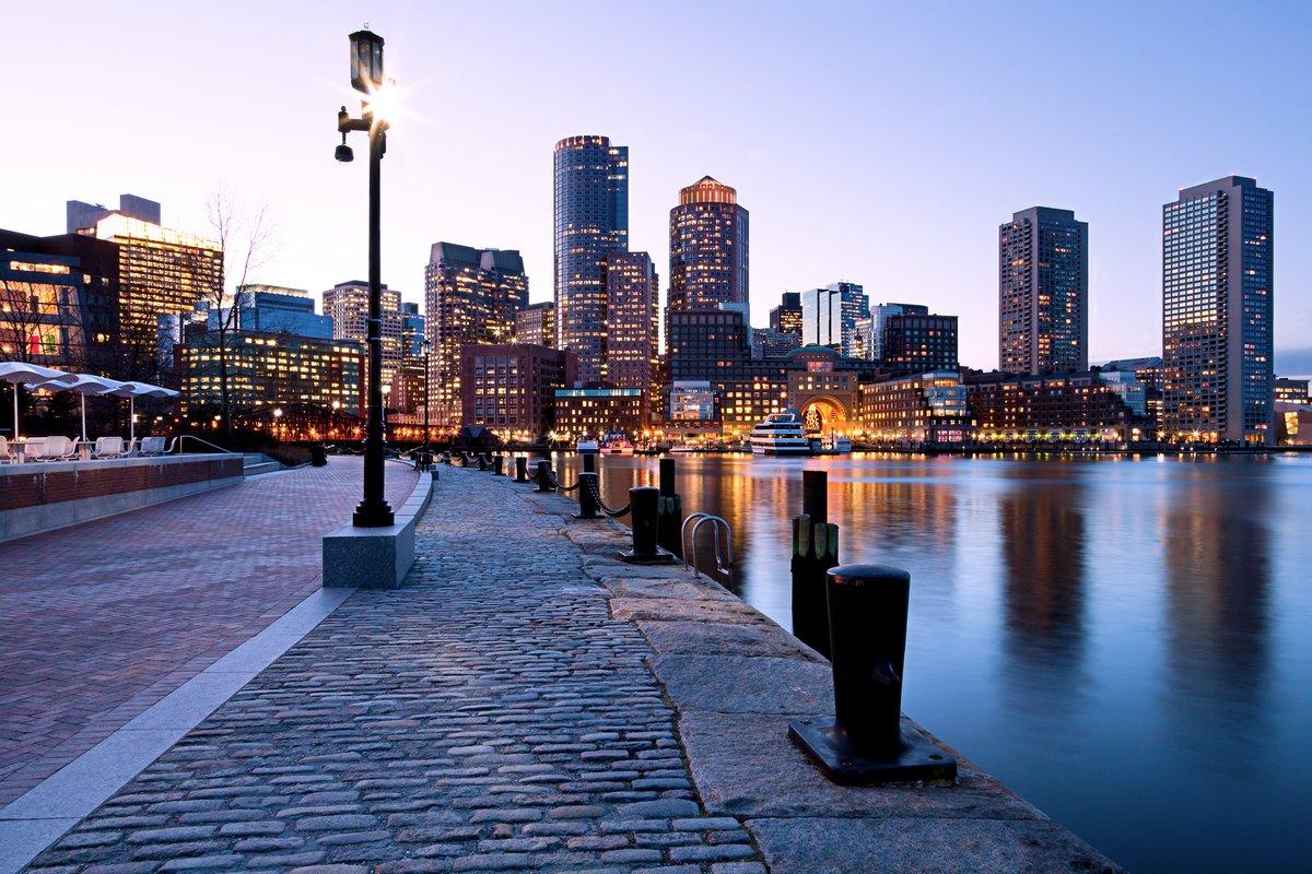Постер Бостон Бостона в штате МассачусетсБостон<br>Постер на холсте или бумаге. Любого нужного вам размера. В раме или без. Подвес в комплекте. Трехслойная надежная упаковка. Доставим в любую точку России. Вам осталось только повесить картину на стену!<br>