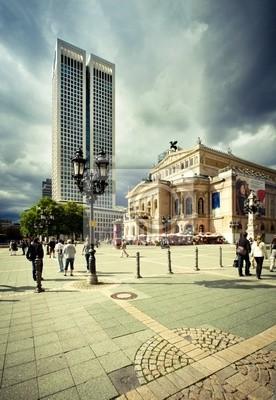 Постер Франкфурт Старые оперы и небоскреб во ФранкфуртеФранкфурт<br>Постер на холсте или бумаге. Любого нужного вам размера. В раме или без. Подвес в комплекте. Трехслойная надежная упаковка. Доставим в любую точку России. Вам осталось только повесить картину на стену!<br>