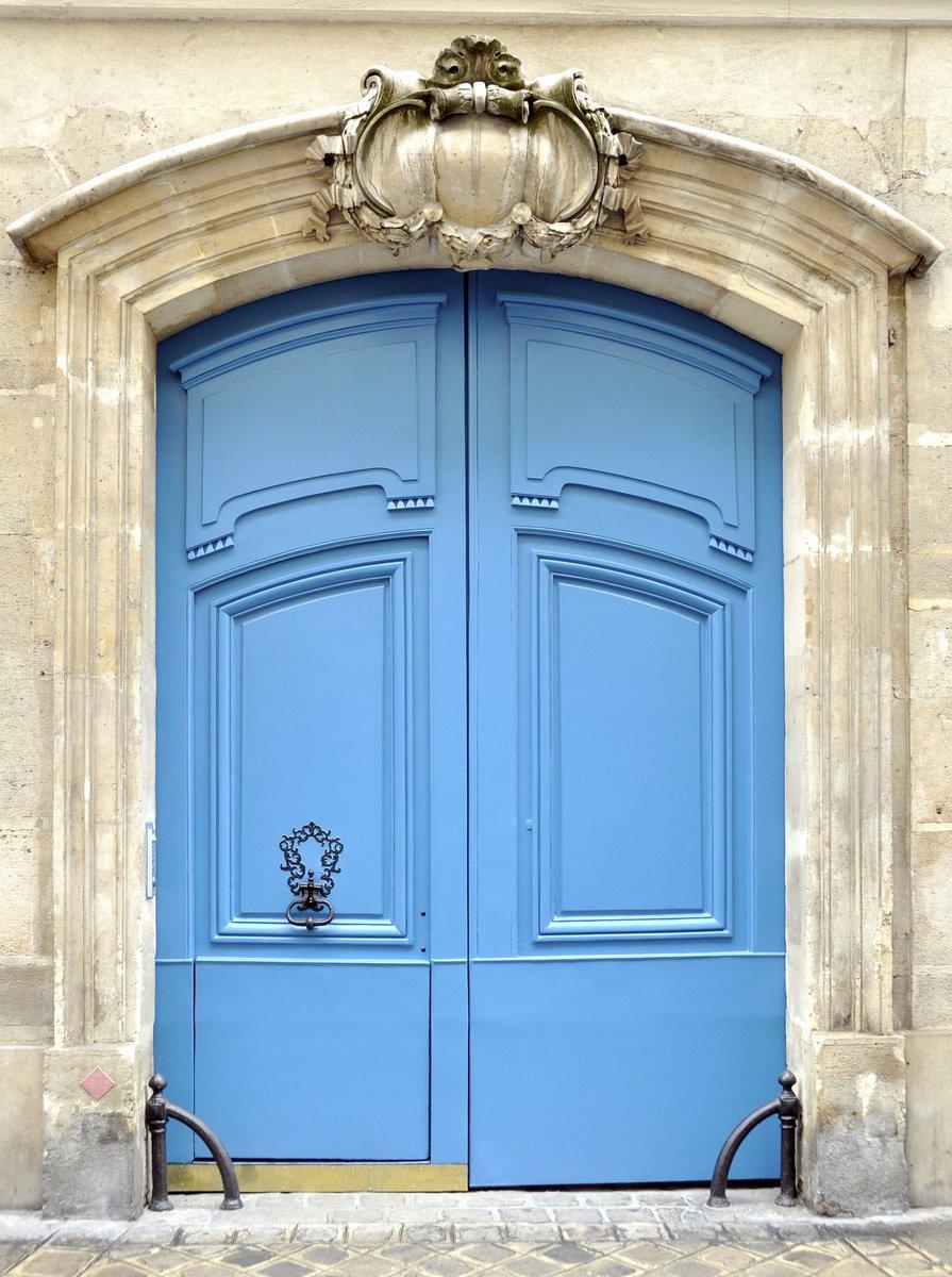Постер Париж Синяя дверь в ПарижеПариж<br>Постер на холсте или бумаге. Любого нужного вам размера. В раме или без. Подвес в комплекте. Трехслойная надежная упаковка. Доставим в любую точку России. Вам осталось только повесить картину на стену!<br>