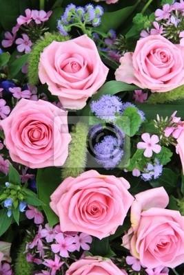Постер Розы Розовые и пурпурные розы договоренностиРозы<br>Постер на холсте или бумаге. Любого нужного вам размера. В раме или без. Подвес в комплекте. Трехслойная надежная упаковка. Доставим в любую точку России. Вам осталось только повесить картину на стену!<br>