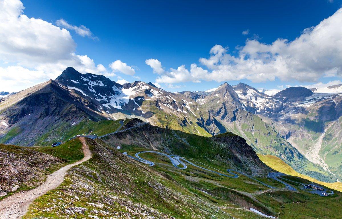 Постер Альпийский пейзаж Высокогорная Дорога - GrossglocnknerАльпийский пейзаж<br>Постер на холсте или бумаге. Любого нужного вам размера. В раме или без. Подвес в комплекте. Трехслойная надежная упаковка. Доставим в любую точку России. Вам осталось только повесить картину на стену!<br>