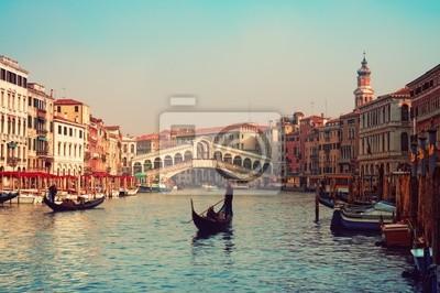Постер Венеция Мост Риальто, гондолы в Венеции.Венеция<br>Постер на холсте или бумаге. Любого нужного вам размера. В раме или без. Подвес в комплекте. Трехслойная надежная упаковка. Доставим в любую точку России. Вам осталось только повесить картину на стену!<br>