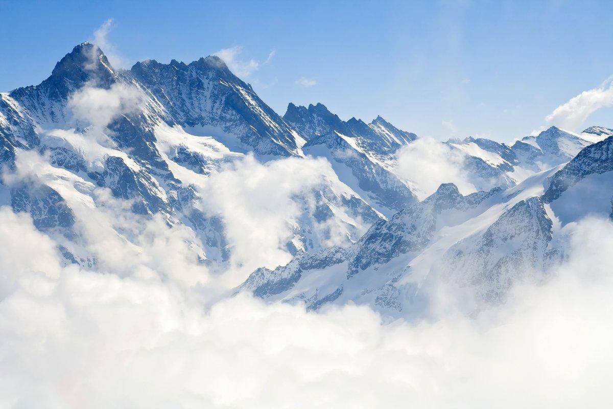 Постер Пейзаж горный Юнгфрауйох Альпах, горный пейзажПейзаж горный<br>Постер на холсте или бумаге. Любого нужного вам размера. В раме или без. Подвес в комплекте. Трехслойная надежная упаковка. Доставим в любую точку России. Вам осталось только повесить картину на стену!<br>