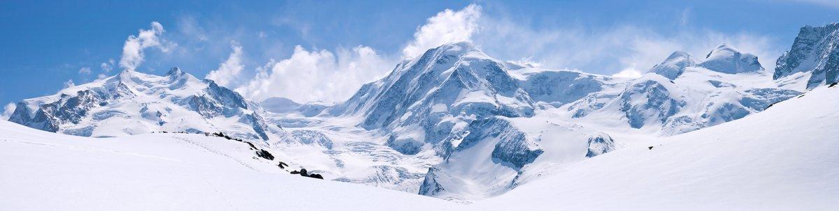 Постер Пейзаж горный Швейцарские Альпы И Горный ПейзажПейзаж горный<br>Постер на холсте или бумаге. Любого нужного вам размера. В раме или без. Подвес в комплекте. Трехслойная надежная упаковка. Доставим в любую точку России. Вам осталось только повесить картину на стену!<br>