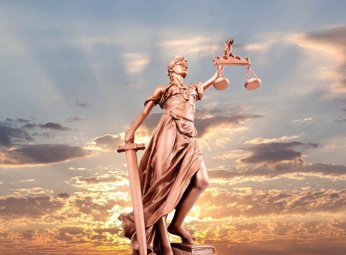 Постер Юридические услуги Статуя правосудияЮридические услуги<br>Постер на холсте или бумаге. Любого нужного вам размера. В раме или без. Подвес в комплекте. Трехслойная надежная упаковка. Доставим в любую точку России. Вам осталось только повесить картину на стену!<br>