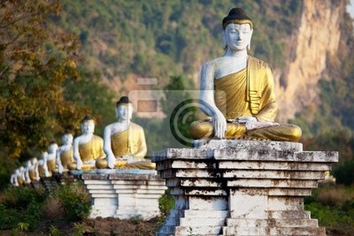 Постер Мьянма (Бирма) Статуя БуддыМьянма (Бирма)<br>Постер на холсте или бумаге. Любого нужного вам размера. В раме или без. Подвес в комплекте. Трехслойная надежная упаковка. Доставим в любую точку России. Вам осталось только повесить картину на стену!<br>