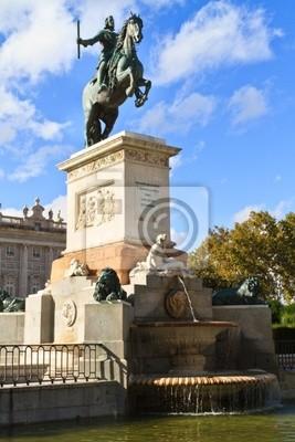 Постер Мадрид Madrid Plaza de Oriente, Статуя Филиппа IV. Мадрид, ИспанияМадрид<br>Постер на холсте или бумаге. Любого нужного вам размера. В раме или без. Подвес в комплекте. Трехслойная надежная упаковка. Доставим в любую точку России. Вам осталось только повесить картину на стену!<br>
