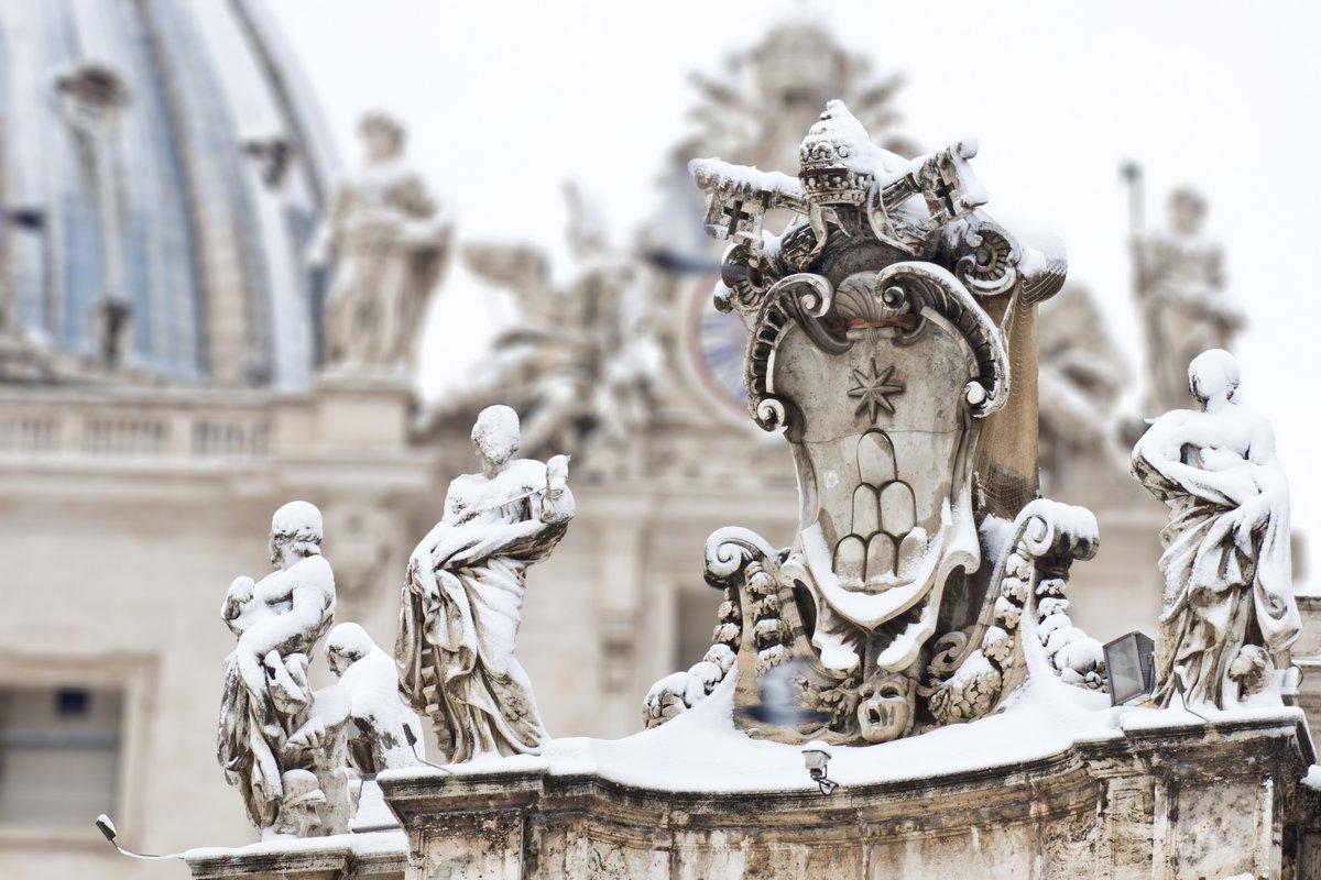 Постер Ватикан Ключи Святого Петра в снег.Ватикан<br>Постер на холсте или бумаге. Любого нужного вам размера. В раме или без. Подвес в комплекте. Трехслойная надежная упаковка. Доставим в любую точку России. Вам осталось только повесить картину на стену!<br>