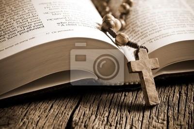 Деревянные четки на открытой Библии, 30x20 см, на бумагеРелигия<br>Постер на холсте или бумаге. Любого нужного вам размера. В раме или без. Подвес в комплекте. Трехслойная надежная упаковка. Доставим в любую точку России. Вам осталось только повесить картину на стену!<br>