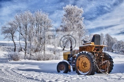 Постер Литва Зимние пейзажи в Литве, старый трактор под снегомЛитва<br>Постер на холсте или бумаге. Любого нужного вам размера. В раме или без. Подвес в комплекте. Трехслойная надежная упаковка. Доставим в любую точку России. Вам осталось только повесить картину на стену!<br>