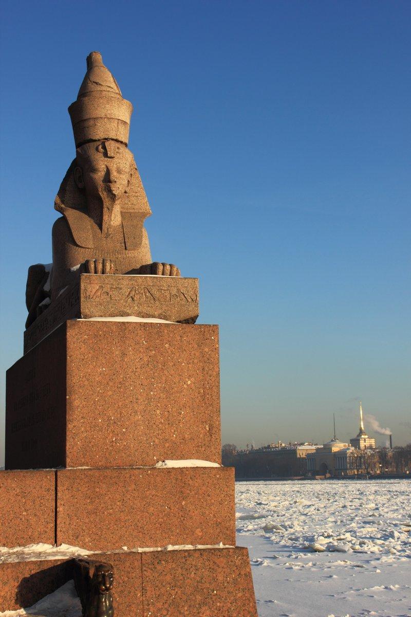 Постер Санкт-Петербург АрхитектураСанкт-Петербург<br>Постер на холсте или бумаге. Любого нужного вам размера. В раме или без. Подвес в комплекте. Трехслойная надежная упаковка. Доставим в любую точку России. Вам осталось только повесить картину на стену!<br>