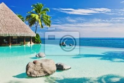 Постер Гавайи Пейзажный бассейн с пальмы с видом на океанГавайи<br>Постер на холсте или бумаге. Любого нужного вам размера. В раме или без. Подвес в комплекте. Трехслойная надежная упаковка. Доставим в любую точку России. Вам осталось только повесить картину на стену!<br>
