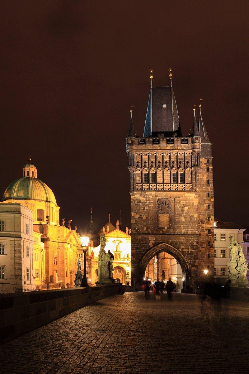 Постер Прага Ночной Вид на ярко Prague Old Town с Моста TowerПрага<br>Постер на холсте или бумаге. Любого нужного вам размера. В раме или без. Подвес в комплекте. Трехслойная надежная упаковка. Доставим в любую точку России. Вам осталось только повесить картину на стену!<br>