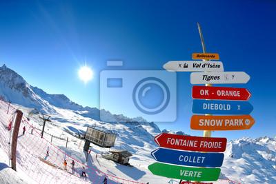 Постер Альпийский пейзаж Вывеской на Высокие горы, под снегом зимойАльпийский пейзаж<br>Постер на холсте или бумаге. Любого нужного вам размера. В раме или без. Подвес в комплекте. Трехслойная надежная упаковка. Доставим в любую точку России. Вам осталось только повесить картину на стену!<br>