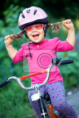 Постер Спорт Девочка велосипедиста, 20x30 см, на бумагеВелосипедисты<br>Постер на холсте или бумаге. Любого нужного вам размера. В раме или без. Подвес в комплекте. Трехслойная надежная упаковка. Доставим в любую точку России. Вам осталось только повесить картину на стену!<br>
