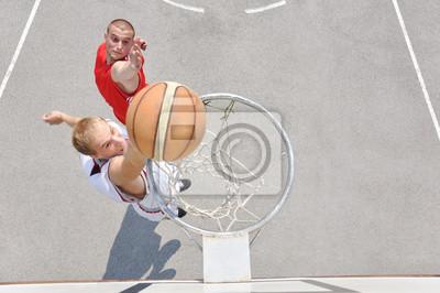 Два баскетбольных игроков на площадке, 30x20 см, на бумагеБаскетбол<br>Постер на холсте или бумаге. Любого нужного вам размера. В раме или без. Подвес в комплекте. Трехслойная надежная упаковка. Доставим в любую точку России. Вам осталось только повесить картину на стену!<br>
