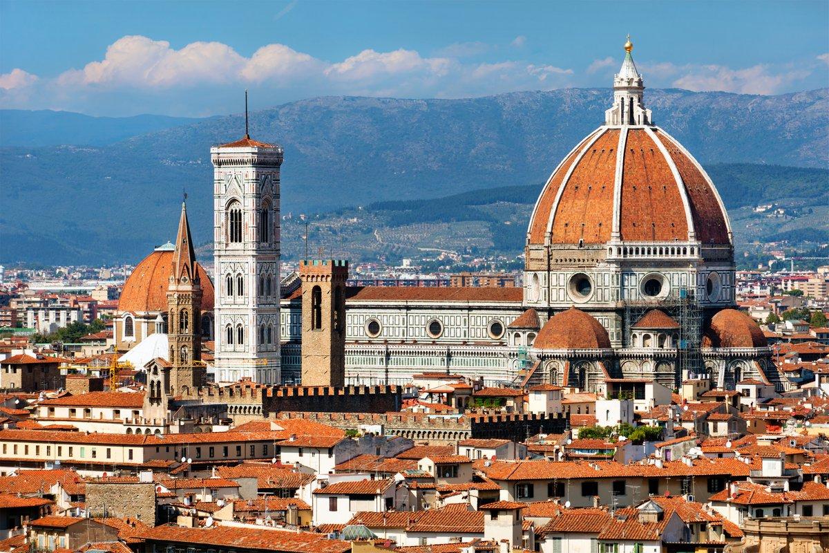 Постер Флоренция На крыше вид базилики Санта Мария дель Фиоре во ФлоренцииФлоренция<br>Постер на холсте или бумаге. Любого нужного вам размера. В раме или без. Подвес в комплекте. Трехслойная надежная упаковка. Доставим в любую точку России. Вам осталось только повесить картину на стену!<br>