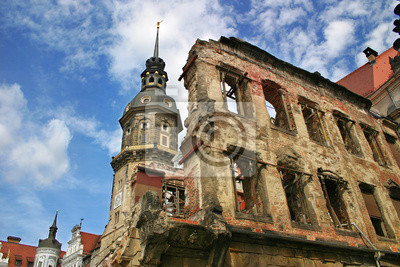 Постер Дрезден Руины Дрездена, Германия.Дрезден<br>Постер на холсте или бумаге. Любого нужного вам размера. В раме или без. Подвес в комплекте. Трехслойная надежная упаковка. Доставим в любую точку России. Вам осталось только повесить картину на стену!<br>
