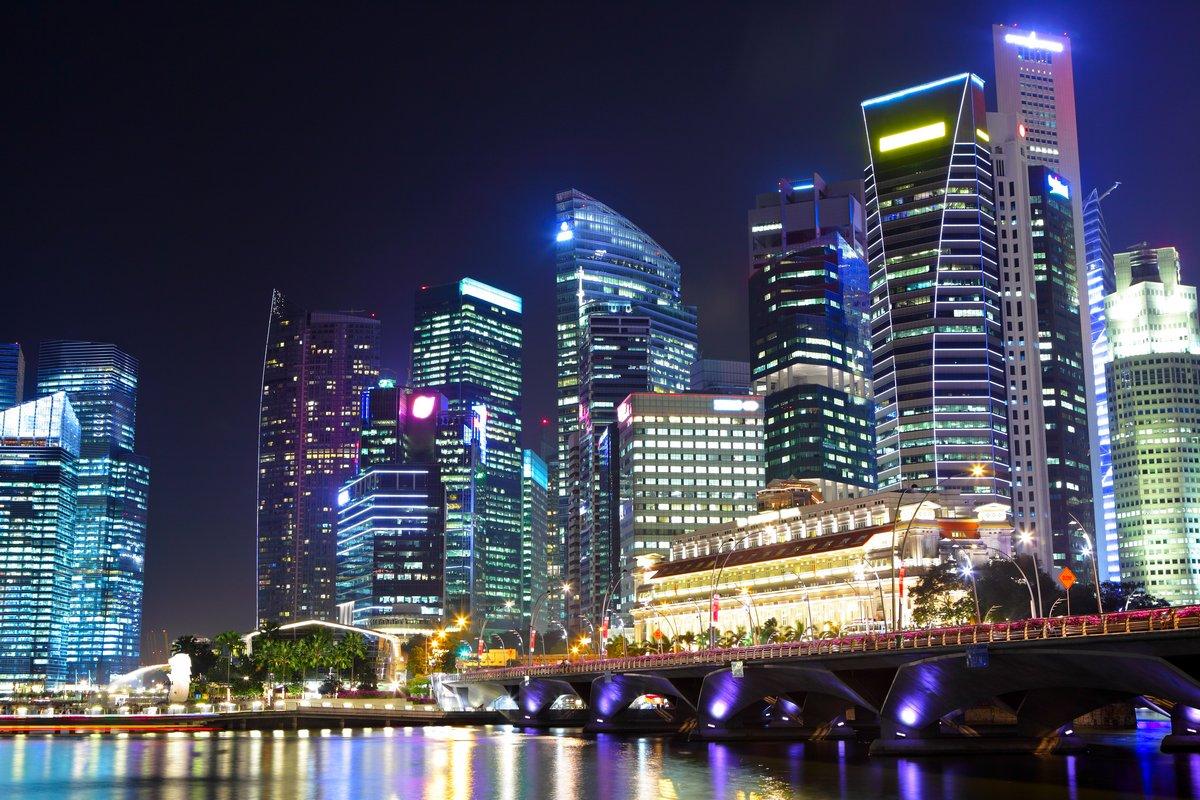 Постер Сингапур Cityscape Сингапура ночьюСингапур<br>Постер на холсте или бумаге. Любого нужного вам размера. В раме или без. Подвес в комплекте. Трехслойная надежная упаковка. Доставим в любую точку России. Вам осталось только повесить картину на стену!<br>