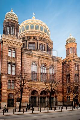 Постер Берлин Новая синагога de Berlin - ГерманияБерлин<br>Постер на холсте или бумаге. Любого нужного вам размера. В раме или без. Подвес в комплекте. Трехслойная надежная упаковка. Доставим в любую точку России. Вам осталось только повесить картину на стену!<br>