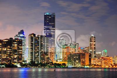 Постер Города и карты Майами городской архитектуры, 30x20 см, на бумагеМайами<br>Постер на холсте или бумаге. Любого нужного вам размера. В раме или без. Подвес в комплекте. Трехслойная надежная упаковка. Доставим в любую точку России. Вам осталось только повесить картину на стену!<br>