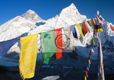 Постер Непал Вид на Эверест с буддийские молитвенные флаги из Кала pattharНепал<br>Постер на холсте или бумаге. Любого нужного вам размера. В раме или без. Подвес в комплекте. Трехслойная надежная упаковка. Доставим в любую точку России. Вам осталось только повесить картину на стену!<br>
