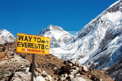 Постер Непал Указатель пути к горе Эверест до н.э. и панорама гималайскихНепал<br>Постер на холсте или бумаге. Любого нужного вам размера. В раме или без. Подвес в комплекте. Трехслойная надежная упаковка. Доставим в любую точку России. Вам осталось только повесить картину на стену!<br>
