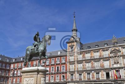 Постер Мадрид Статуя Филиппа III в foront его дома на Mayor plazaМадрид<br>Постер на холсте или бумаге. Любого нужного вам размера. В раме или без. Подвес в комплекте. Трехслойная надежная упаковка. Доставим в любую точку России. Вам осталось только повесить картину на стену!<br>