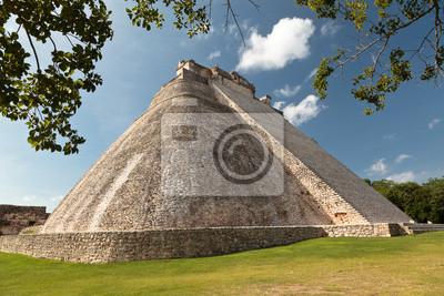 Постер Мехико Майя овальные Пирамида Волшебника в Ушмаль, МексикаМехико<br>Постер на холсте или бумаге. Любого нужного вам размера. В раме или без. Подвес в комплекте. Трехслойная надежная упаковка. Доставим в любую точку России. Вам осталось только повесить картину на стену!<br>