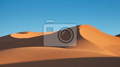 Постер Африканский пейзаж Пустыня сахара, МароккоАфриканский пейзаж<br>Постер на холсте или бумаге. Любого нужного вам размера. В раме или без. Подвес в комплекте. Трехслойная надежная упаковка. Доставим в любую точку России. Вам осталось только повесить картину на стену!<br>
